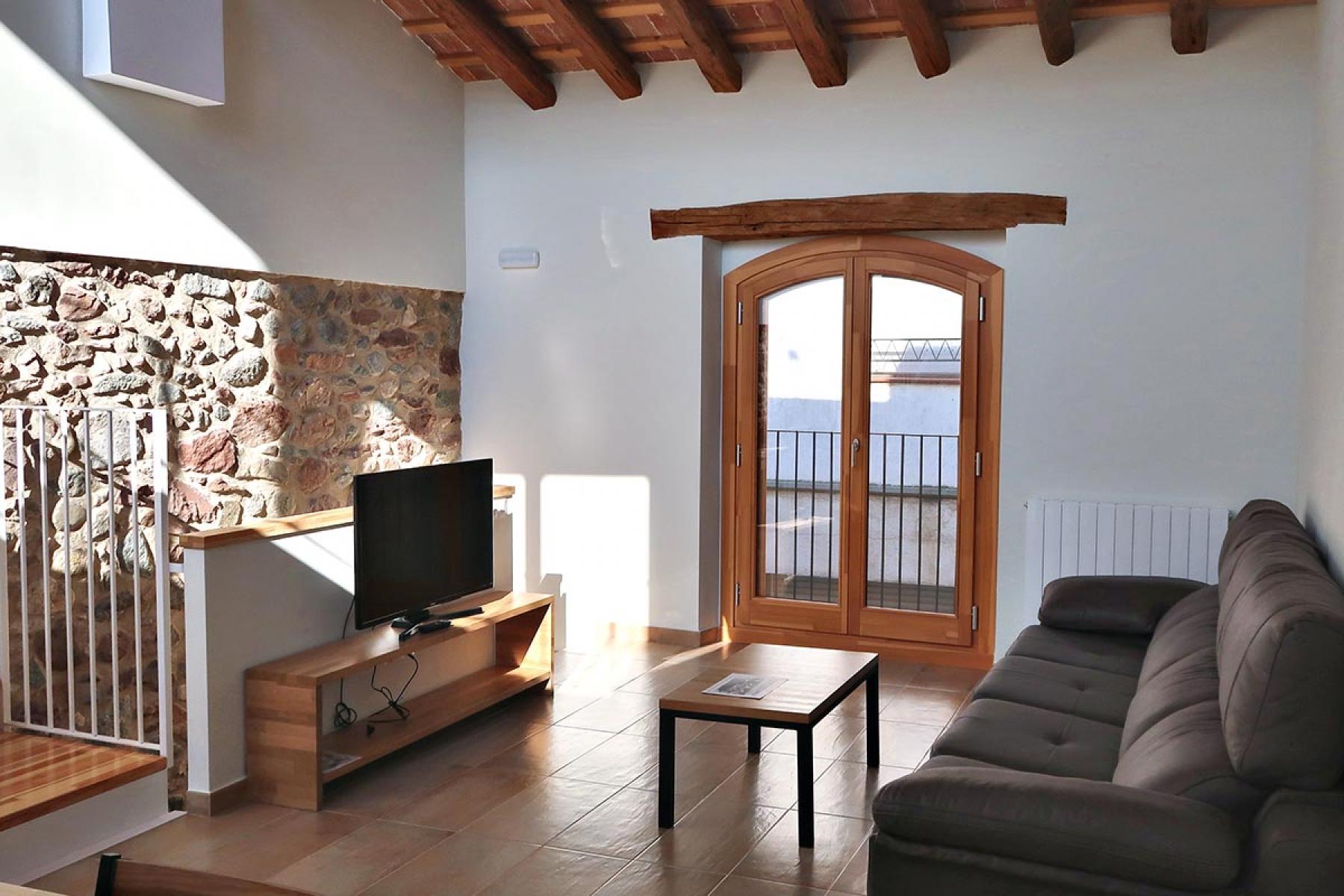 ventana de madera volta catalana aislamiento termico acustico casa rural vilaplana carrete finestres